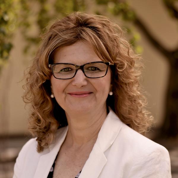 Yvonne Noutsatos